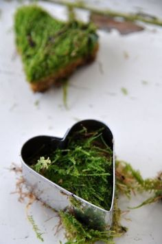 Moss hearts , eco nature craft for use at a wedding Natural Christmas, Green Christmas, Winter Christmas, Christmas Time, Christmas Crafts, Christmas Decorations, Nordic Christmas, Garden Crafts, Home Crafts