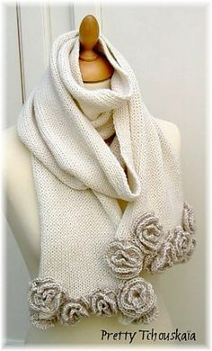 """Ravelry: Project Gallery for Echarpe """"Roses"""" - """"Roses"""" scarf pattern by Pretty Tchouskaïa"""
