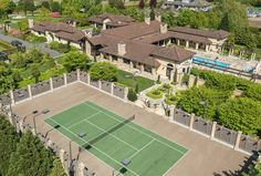 Interested in a property with it´s own tennis court? Take a look at this place!