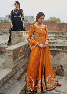 Then you have to see these Pakistani Gharara by designer Mohsin Naveed Ranjha. Pakistani Bridal Dresses, Pakistani Wedding Dresses, Pakistani Dress Design, Pakistani Outfits, Indian Outfits, Pakistani Gharara, Pakistani Fashion Party Wear, Indian Fashion, Fashion Fashion
