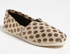 toms classic metallic dot slip-on. Or these?!!