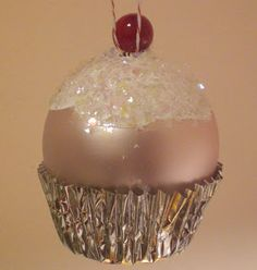 Christmas Holidays - Cupcake ornament too cute! Noel Christmas, All Things Christmas, Winter Christmas, Diy Christmas Ornaments, Christmas Bulbs, Christmas Decorations, Tree Decorations, Christmas Projects, Holiday Crafts