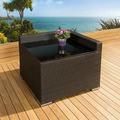 Luxury outdoor garden sofa piece rattan black/coffee table corner 23. Truly stunning in design, this sqare corner sofa piece gives a super high-class feel and is part of our mix and match sofa range. It comes with glass topped coffee table as shown on the photo and a heavy duty cover in green. Made from fully weatherproof PE rattan, hand woven over a rust resistant frame. Call 02476 642139 or email sales@quatropi.com or visit www.quatropi.com for additional information.