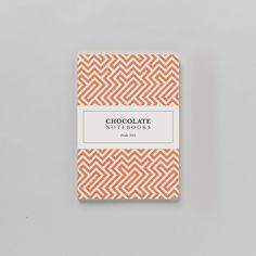 Caderno médio pontilhado Labirinto — Chocolate Notebooks