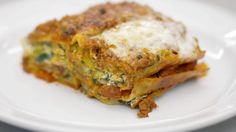 Lasagne met lamsgehakt, prei, spinazie en ricotta (bekijk video) - Tv Eén - Dagelijkse kost !
