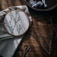 Winter light #onthetable #winter #embroidery #craft #handcrafted #handmade #bordado #hiver #inverno #hechoamano #fetama #llum #luz #вышивка #вышивание #зима #свет #зимнеесолнце #зимнеесолнышко