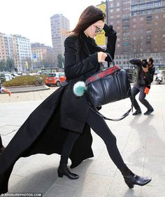 Make-up free Kendall Jenner sticks to her fail-safe style as she opts for all-black ensemble at Milan Fashion Week | Daily Mail Online