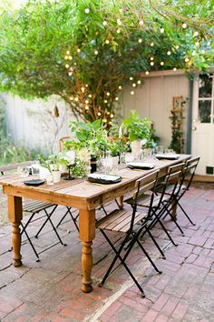 Do The Best To Decorate Your Outdoor Dining Room 04 Outdoor Rooms, Outdoor Dining, Outdoor Tables, Outdoor Gardens, Outdoor Furniture Sets, Outdoor Decor, Rustic Outdoor, Garden Furniture, Furniture Ideas