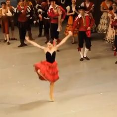 Gymnastics Skills, Gymnastics Videos, Artistic Gymnastics, Ballet Dance Videos, Dance Choreography Videos, Ballet Class, Dance Stretches, Dance Moves, Toe Shoes Ballet