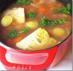 Staub edényben sült babgulyás Ramen, Soups, Ethnic Recipes, Food, Goulash, Essen, Soup, Meals, Yemek