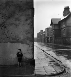 Vaughton Street, Birmingham, UK, Bert Hardy/Getty Bert Hardy was the star photojournalist on Picture Post, Britain's most influent. Great Photos, Old Photos, Vintage Photos, Vintage Photography, Street Photography, Art Photography, Bill Brandt Photography, Black White, Black And White Pictures