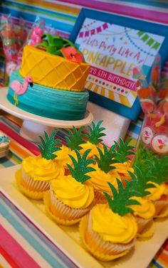 Pool Party Cakes, Luau Cakes, Luau Theme Party, Luau Party Foods, Hawaiian Theme Party Food, Hawaii Party Food, Luau Party Decorations, Hawaiian Luau Party, Hawaiian Birthday Cakes