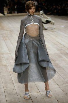 Alexander McQueen Spring 1999 Ready-to-Wear Fashion Show - Colette Pechekhonova (NATHALIE)
