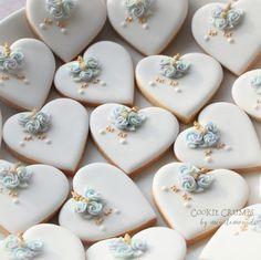 Easy unicorn cookies for my birthday girl to share at school.  学校でお友達にあげる簡単バージョンのユニコーンクッキーです。 #cookiecrumbs #mintlemonade #mintlemonadescookies #icingcookies #icedcookies #icedbiscuits #decoratedcookies #decoratedbiscuits #cookies #biscuits #クッキークラムズ #アイシングクッキー #unicorn #unicorncookies