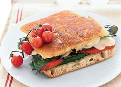 Healthy Grilling Recipes Under 450 Calories: Overdose on veggies with this Mozzarella and Grilled Vegetable Panini (Grilling Recipes Zucchini) Superfood Recipes, Diet Recipes, Cooking Recipes, Easy Cooking, Cooking Tips, Tostadas, Panini Recipes, Healthy Grilling Recipes, Easy Family Dinners