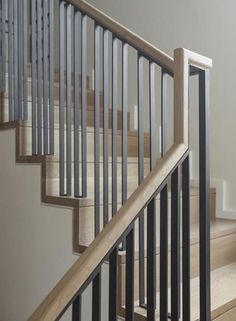 Chic Contemporary Living Room Stair Ideas For You 35 treppenaufgang Chic Contemporary Living Room Stair Ideas For You Modern Stair Railing, Stair Railing Design, Iron Stair Railing, Wood Railing, Metal Stairs, Stair Handrail, Staircase Railings, Modern Stairs, Railing Ideas