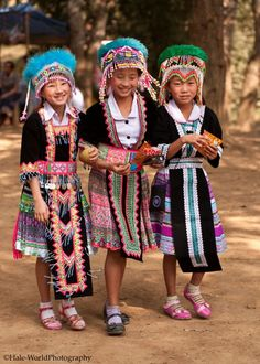 Hmong history essay Good Essays: The Hmong Culture - The Hmong Culture The Hmong Culture of South Asia is a very interesting ethnic group. Between to Hmong live in Southeast Asian countries, such as Vietnam, Laos, Thailand, and Myanmar. Kids Around The World, We Are The World, People Of The World, Beautiful Children, Beautiful People, Folk Costume, Costumes, Costume Ethnique, Hmong People