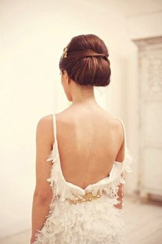 30 chignon Hairstyles wedding for Spring.The perfect hairstyle for brides or bridesmaids! sophisticated chignon,Classic Chignon,sleek chignon not messy,Messy Side Chignon Hairstyle Backless Wedding, Wedding Updo, Bridal Updo, Dress Wedding, Wedding Tips, Bridal Dresses, Wedding Planning, Wedding Trends, Wedding Designs