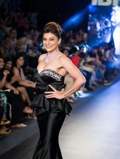 Elegant Sushmita Sen flaunts the showstopper Jewellery for Moni Agarwal at the India Beach Fashion Week 2015