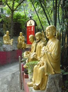 "Hong Kong: The Ten Thousand Buddhas Monastery in Sha Tin, the New Territories | ""10 great ways to explore Hong Kong"" (Free eBook)."