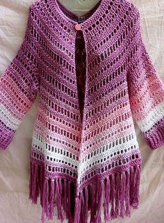 Boho Poncho pattern by HaakTrend by Fieke de Rooy - Her Crochet Col Crochet, Gilet Crochet, Crochet Poncho Patterns, Crochet Coat, Crochet Jacket, Crochet Blouse, Crochet Shawl, Crochet Clothes, Hand Crochet