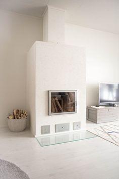 valkoinen muurattu takka Fireplaces, My Dream Home, Dining Room, Corner, Homes, Interiors, Architecture, Reading, Inspiration