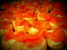 Crostini salmone affumicato e burro aromatizzato all'aneto