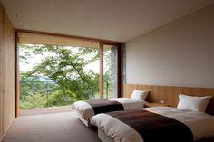 安らげる空間であることが求められる寝室・ベッドルームは、シンプルでありながらもセンスの良さが感じられ… Japanese Bedroom, Japanese Home Decor, Japanese Interior, Home Bedroom, Modern Bedroom, Master Bedroom, Cozy Living Rooms, Home And Living, Interior Architecture