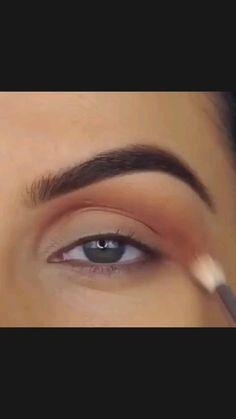 Winged Eyeliner Hooded Eyes, Eyeliner For Eye Shape, Winged Eyeliner Tricks, Makeup For Hooded Eyelids, Eyeliner For Almond Eyes, Smokey Eyeliner, Winged Eyeliner Tutorial, Eye Liner Tricks, Wing Tip Eyeliner