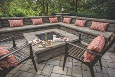 Fire pit patio designs continue to rise in popularity, and with good reason. They add a fun and relaxing element to any outdoor space. The latest fire pit trends involve incorporating multi-dimensional patio design to create the ultimate backyard haven. Fire Pit Seating, Fire Pit Area, Backyard Seating, Wall Seating, Built In Seating, Backyard Patio Designs, Seating Areas, Backyard Landscaping, Fire Pit Bench