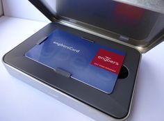 Die Lösung für alle die für Ihre Kunden eine schöne Verpackung für Kundenkarten bzw. Kreditkarten suchen. Dosenwelten beitet diese mit Pappeinleger bereits an. Ergänzend mit Digitaldruck oder Prägung. Auch können Visitenkarten mit Hilfe eines Schaumstoffzuschnittes geliefert werden.