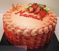 Tarta para Colette de nuestro suave y esponjoso #bizcocho de #vainilla con una #crema suiza de #fresas #sugar #sugarcorner #besweet #barcelona #happybirthday #joyeuxanniversaire