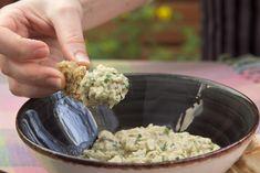 Μια θεϊκη καπνιστη μελιτζανοσαλατα με ταχινι (video) Appetizer Salads, Appetizers, Dessert Recipes, Desserts, Greek Recipes, Tahini, Potato Salad, Dips, Recipies