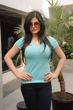 Zarine khan erotic cleavage queen and tollywood with her curvy body show. Hot and sexy Indian actress very sensuous cute beautiful desi sed. Bollywood Cinema, Bollywood Fashion, Bollywood Actress, Hot Actresses, Indian Actresses, Zarine Khan, South Actress, Kardashian Style, Indian Girls