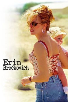 'Erin Brockovich' starring Julia Roberts in the title role. A divorcee convinces her boss (Albert Finney) to investigate contaminated water in a nearby town. The film was an Oscar winner for Julia Roberts. Film Movie, Dvd Film, See Movie, Film Music Books, Movie Club, Films Étrangers, Films Cinema, Julia Roberts Erin Brockovich, Film Mythique