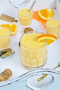 Koktajl pomarańczowo-marchwiowy z kokosem