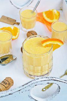 Koktajl pomarańczowo-marchwiowy z kokosem Smoothie Drinks, Smoothies, Breakfast Lunch Dinner, Panna Cotta, Food And Drink, Sweets, Cooking, Ethnic Recipes, Per Diem