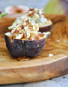 Fresh Figs topped with Blue Cheese, Pecans and Honey | CA GROWN