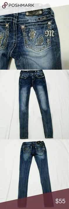 Miss me signature skinny Excellent condition. Sequin inserts in back pockets. Inseam states 33. There is some stretch. 2% elastane. No stains, post factory fraying, or holes. Miss Me Jeans Skinny