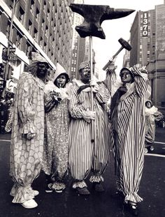 Vintage Photographs From the Early Days of the Macy's Thanksgiving Day Parade Macys Thanksgiving Parade, Happy Thanksgiving Day, Vintage Thanksgiving, Vintage Fall, Miracle On 34th Street, Fulton Street, Felix The Cats, Black N White Images, Vintage Photographs