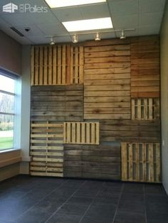 Who needs expensive art when you could build yourself a Pallet Focal Wall like this one? It is a creative way to recycle, save trees, and show off your individual style! How I made this Pallet Focal Wall: First I took the overall dimension of Cafe Interior Design, Cafe Design, Wood Wall Design, Deco Restaurant, Rustic Restaurant Design, Flur Design, Palette Diy, Wood Palette Wall, Focal Wall