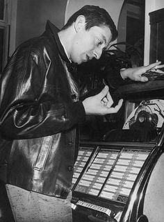 Serge Gainsbourg Images et photos - Getty Images Charlotte Gainsbourg, Serge Gainsbourg, Gainsbourg Birkin, Jane Birkin, Vogue Paris, Music Artists, France, Fictional Characters, Evil Twin