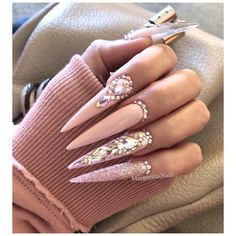 Gorgeous Trend Stiletto Nails in 2019 When it comes to nail art – everyone has her own style as well as preferences. Dope Nails, Glam Nails, Fancy Nails, Bling Nails, Beauty Nails, Glitter Nails, Latest Nail Designs, Nail Art Designs, Nails Design