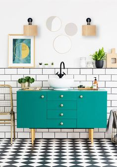 Mirrors And Poster Above Green Cabinet In Bathroom Interior With Gold Chair And Plants. Copper Bathroom, Glass Bathroom, Bathroom Interior, Glass Wall Lights, Bathroom Wall Lights, Bad Accessoires Set, Bad Set, Bathroom Vanity Designs, Traditional Cabinets