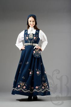Lundeby Bunad, Hedmark Norway Culture, Folk Costume, Costumes, Norwegian Clothing, Norwegian Rosemaling, Ethnic Fashion, Womens Fashion, Folk Embroidery, Thinking Day