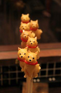 Sumally Shiba Inu Sugar Candy from Japan Japanese Treats, Japanese Food Art, Japanese Candy, Candy Art, Sugar Art, Macaron, Edible Art, Shiba Inu, Cute Food