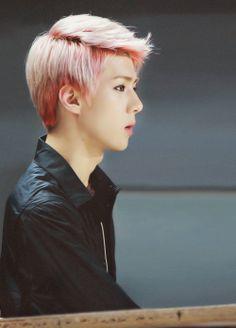 Sehun has a really nice side profile