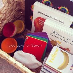Theme baskets - colours An Everyday Story Inquiry Based Learning, Project Based Learning, Learning Centers, Early Learning, Infant Activities, Activities For Kids, Preschool Ideas, Colour Activities, Preschool Literacy