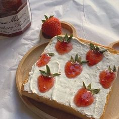 """Dolce on Twitter: """"… """" Cream Cheese Toast, Paleo Cupcakes, Food Porn, Think Food, Cafe Food, Strawberries And Cream, Pretty Cakes, Aesthetic Food, Dairy Free"""