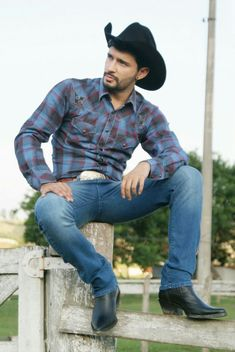Cowboy Outfit For Men, Cowboy Outfits, Cowboy Up, Cowboy Boots, Western Boots, Men In Tight Pants, Hot Country Boys, Beard Boy, Cowboys Men